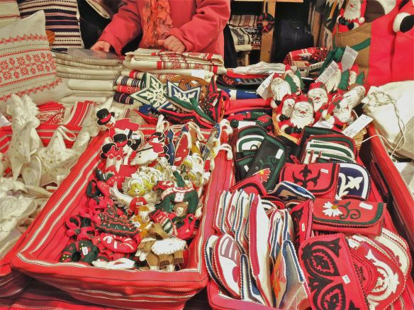 TT Budapest pillow stall ornaments