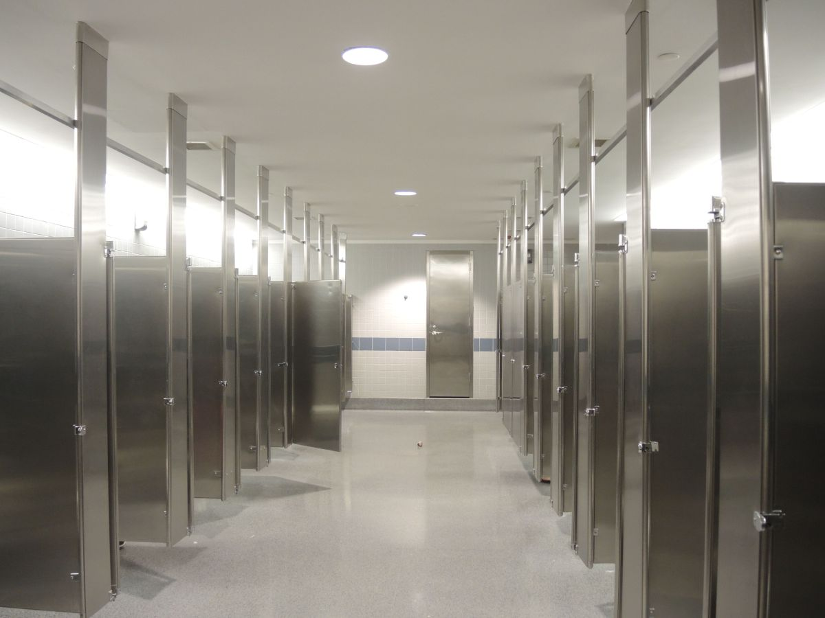 Airport Restrooms Why Can T Stalls Be Larger Kiera Reilly